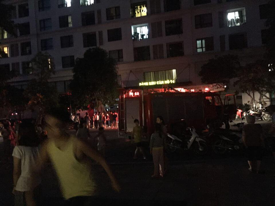 Xe cứu hỏa tại cửa tòa nhà T3 - Times City
