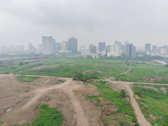 Khu vực công viên và hồ điều hòa hiện vẫn là bãi đất hoang