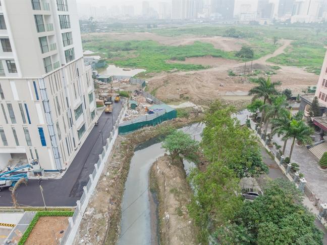 Ngoài ra, theo bản vẽ quảng cáo sẽ con một con đường đi riêng vào tòa S3 của dự án nhưng hiện con đường này chỉ là một con mương ô nhiễm.